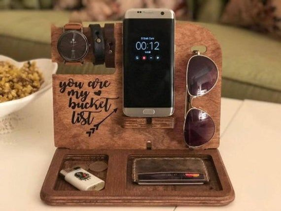 Wooden Docking Station Personalized Mens Gift Anniversary Gifts For Men Wood Gifts For Him Mens Anniversary Gift Wood Boyfriend Gift Valentinstag Geschenk Fur Ihn Valentinstag Geschenk Mann Valentinstagsgeschenk Fur Ihn