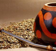 Yerba mate este un ceai obtinut din frunzele uscate ale copacului Ilex paraguarensis originar din America de Sud.