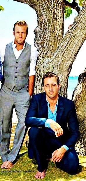 ALEX O'LOUGHLIN & SCOTT CAAN  (But.....Danny would never be barefoot - LOL)
