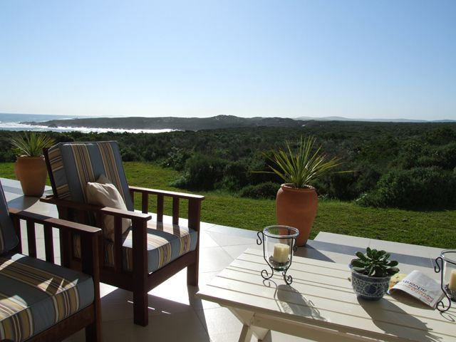 Pebble Beach Manor - Staying at Pebble Beach Manor will afford you a very unique lifestyle. Situated 65 km from Cape Town, it is easy to reach via the R27 within 40 minutes. Located right by the Atlantic Ocean, this private ... #weekendgetaways #grottobay #southafrica