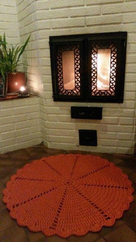 Kummitytön joululahja: Virkattu matto esteri-ontelokude halkaisija 85cm.