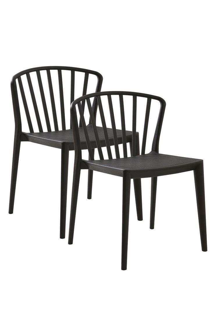 En bekväm stol med mjuka linjer och formad rygg och sits. Stolen är tillverkad i polypropylen vilket gör att man kan använda den både inomhus och i trädgården eller på balkongen. Material: Plast (polypropylen). Storlek: Höjd 78 cm, bredd 54 cm, djup 57 cm, sitthöjd 45 cm. Beskrivning: 2-pack stolar av polypropylen. Stolarna är stapelbara. Kan användas både ute och inne. Skötselråd: Torkas med fuktig trasa. Tips/råd: Stolen är stapelbar vilket gör att den är lätt och att ta fram och ställa…