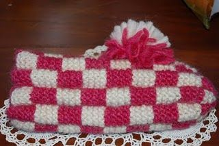 Checkerboard slipper pattern - free knitting pattern for phentex slippers