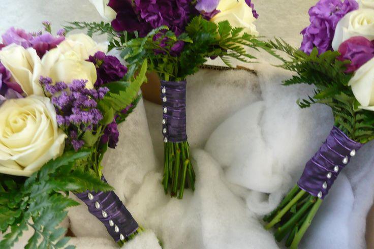 full length pearl pins on bindings www.wanakaweddingflowers.co.nz/gallery/