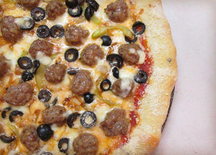 طريقة تحضير البيتزا بكرات اللحم من المطبخ الايطالي  Pizza With Meat Balls
