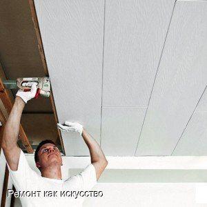 Монтаж ПВХ панелей на потолок  Часто можно услышать споры о том,  можно ли применять панели ПВХ для потолка в жилых помещениях. Приняв во внимание разные мнения, мы все же решились сделать подвесные потолки из ПВХ  на кухне. Во-первых, там постоянно влажно, копоть, а пластик легче мыть, поэтому и прослужить подвесные потолки из ПВХ должны дольше. Вторая причина – небольшая цена, что важно для нашей семьи. Третья – легкий и быстрый монтаж ПВХ панелей. Не нужно счищать слой побелки и…