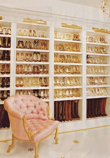 Mariah Carey's dressing room gives me serious closet evny