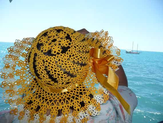 Summer hat tatting ...... How beautifully common tatting patterns have been assembled to create this hat !