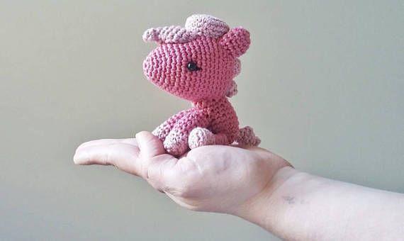 Guarda questo articolo nel mio negozio Etsy https://www.etsy.com/it/listing/509418402/pony-amigurumi-rosa-decorazione-per