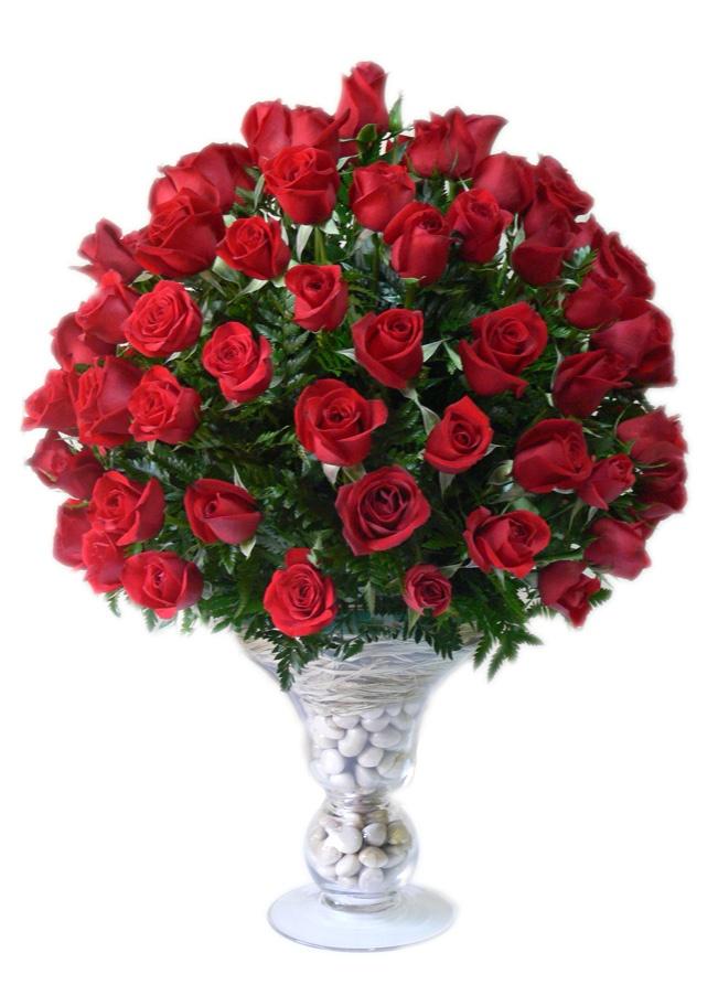 Loving You!    Exuberante arreglo de 100 Rosas Premiun en un jarrón grande de vidrio hermosamente decorado.