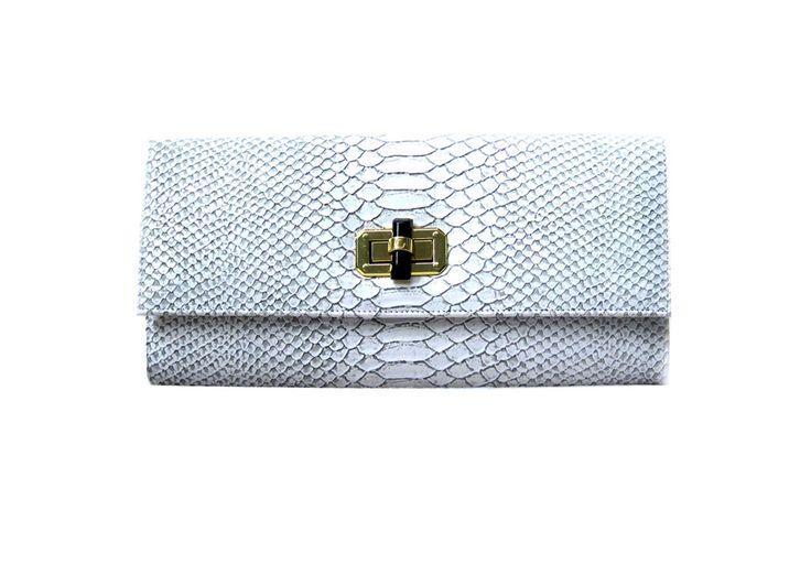 Poison Ivy 1D clutch bag #clutchbag #taspesta #handbag #clutchpesta #fauxleather #kulit #snakeskin #kulitular #animalprint #persegi #fashionable #simple #colors #white Kindly visit our website : www.zorrashop.com