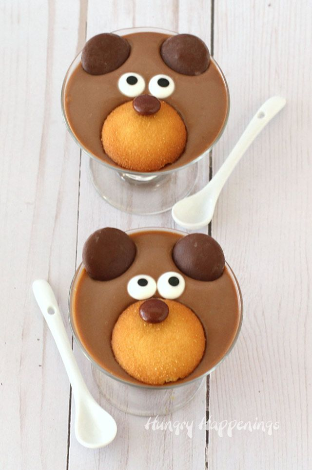 Chocolate Pudding Teddy Bears...decorate homemade milk chocolate pudding with cookies and candy to make these adorable bears. #pudding #chocolate #desserts #funfood #cute #bears #recipe #sweet #treat #valentinesday #valentine #cookies #candy