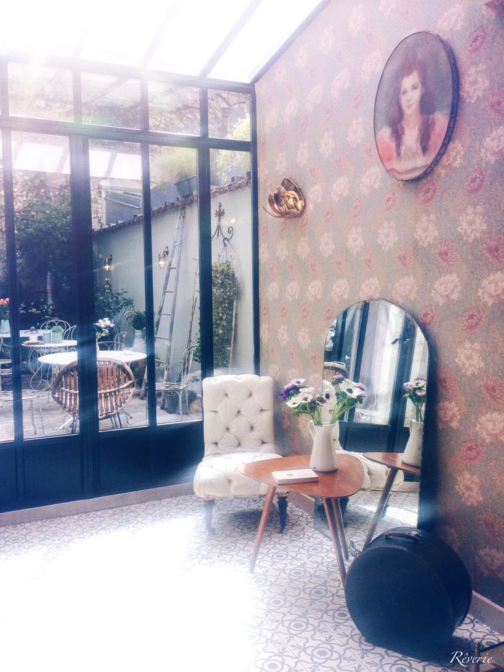 The cutest little café in Paris