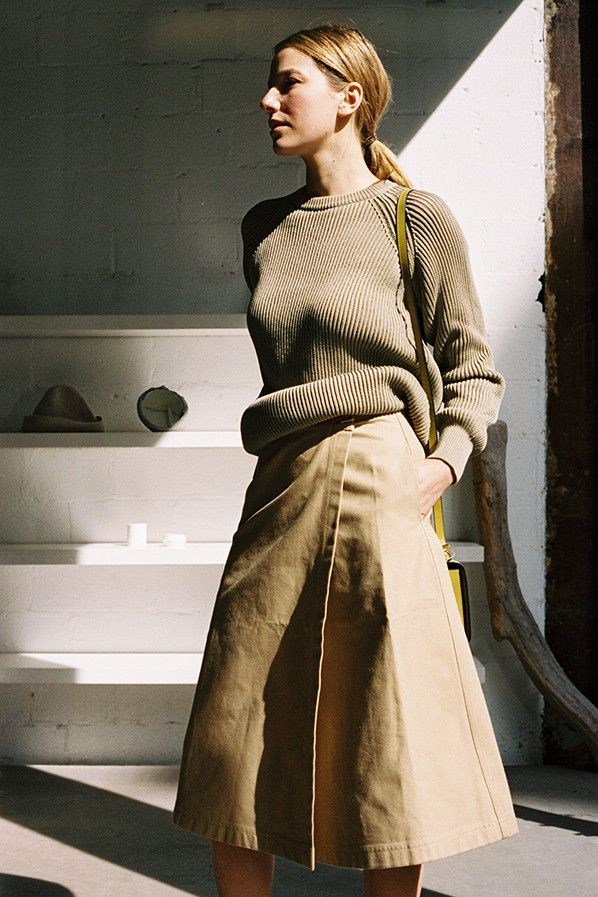 長めの丈感で落ち着いた雰囲気に。素敵な40代の着こなし術♡アラフォー 台形スカートコーデを集めました!