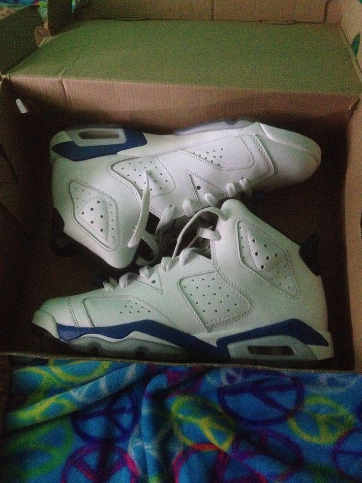 Come list sneakers for FREE! Size 7 Jays #sneakerfiend #flykicks #snkrhds #instakicks #sneakerheads #shoegame #airjordan - http://sneakswap.com/buy-retro-sneakers/jays-2/