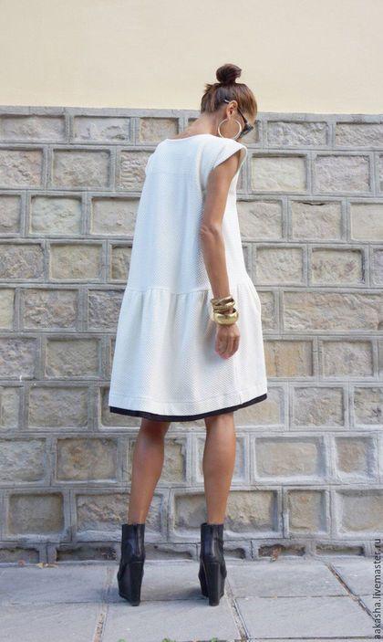 Купить или заказать Платье Off White в интернет-магазине на Ярмарке Мастеров. Красивое платье из плотного хлопка с короткими рукавами, двумя боковыми карманами. Уникальный, изысканный и экстравагантный стиль, платье можно надеть на любое мероприятие. На вечеринку, ужин, свадьбу. Платье будет необходимой вещью в вашем гардеробе. Материал: Хлопок с полиамидом Возможные цвета:…