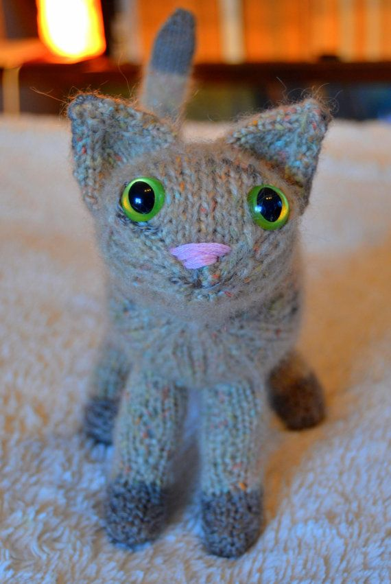 Striped knitted kitten by osweetlife on Etsy