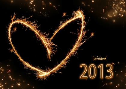 Spetterend maar liefdevol vuurwerk in hart-vorm. Lovely New Year fireworks in heart-shape. Text can be changed, available as card on Kaartje2go - Creagaat kerst