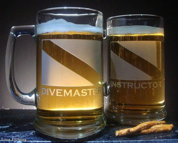 DIVEMASTER Scuba Dive Flag Etched Glass Beer Mug