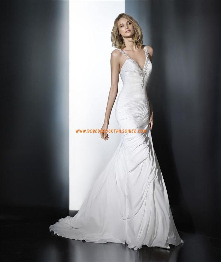 Robes de mariée décolleté en V bretelles perlées