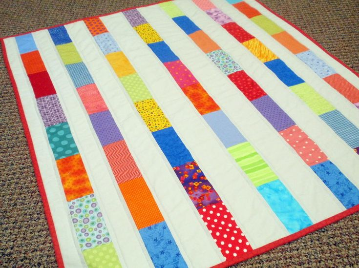 Steps Charm Pack Quilt | This bright and bold baby quilt tutorial is a great way to use up your fabric scraps!