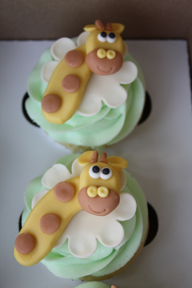 Giraffe Cupcakes for a Baby Shower
