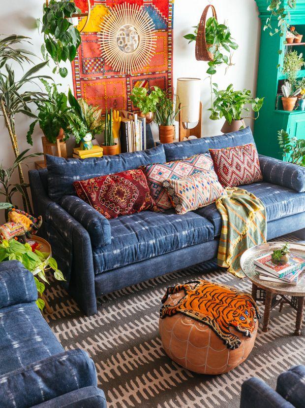 Boho - Espacio detrás del sillón con plantas o estante con