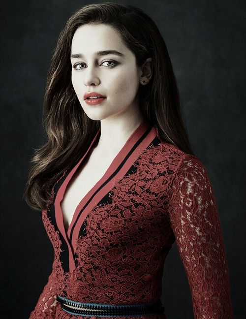 Hello i am countess Emilia i am friendly and very approachable so don't be afraid to talk to me I don't throw my title around