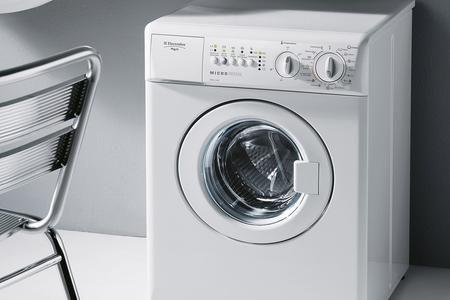 Ogni lavatrice è dotata di un circuito elettrico che alimenta il sistema di riscaldamento dell'acqua di un termostato, che ne regola la temperatura, e di una resistenza elettrica, che provvede a intiepidirla. Se l'acqua non raggiunge il grado di calore desiderato e volete capire il perché di tale anomalia, bisogna controllare le varie parti coinvolte nel funzionamento di questo meccanismo, individuare e infine sostituire il componente responsabile del guasto. Si tratta di un lavoro che è…