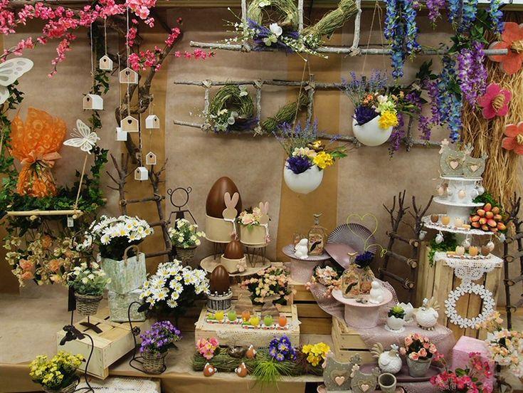 Oltre 25 fantastiche idee su fiori artificiali su pinterest fiori di seta composizioni di - Idee per vetrine primaverili ...