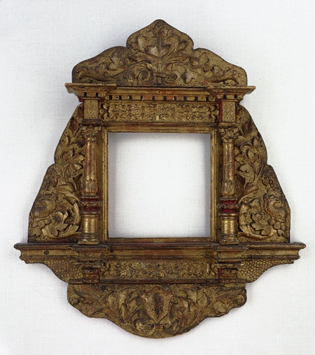mirror frame, ca. 1480. Tuscany (Siena?). Stucco, blown convex mirror.
