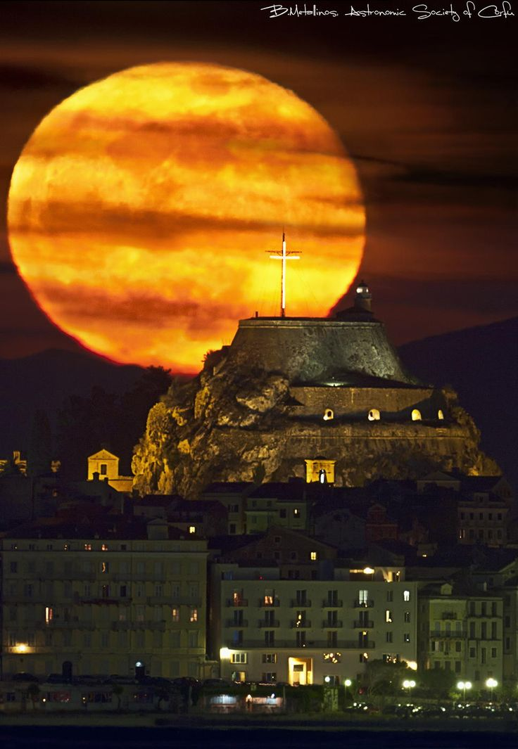 Supermoon & Old fortress of Corfu - Greece Mays Superfullmoon meets the old Fortress of Corfu through the Telescope of the Astronomical Society of Corfu.