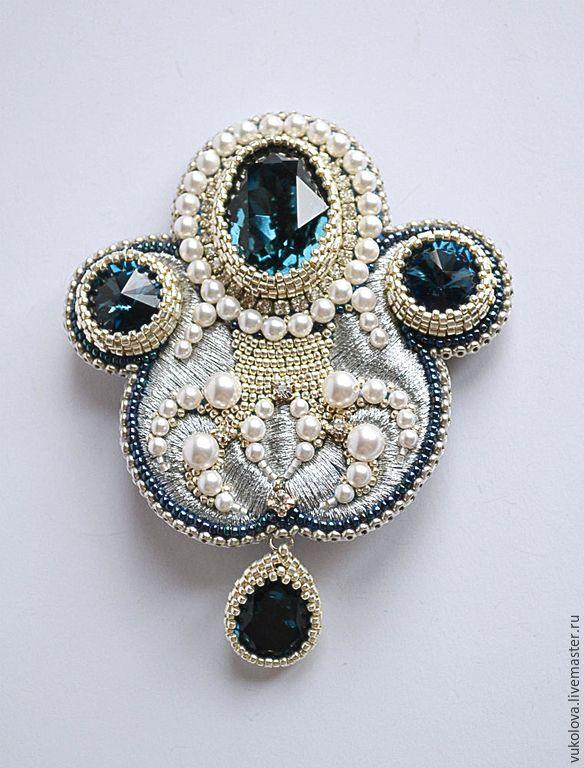"Beaded brooch / Купить Брошь ""Монплезир"" - тёмно-синий, белый, серебристый, брошь, бисер, Вышивка бисером, жемчуг"