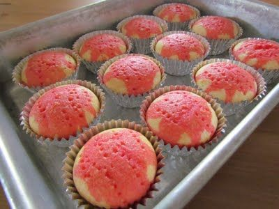I ♥ making poke cakes but never thought of cupcakes!