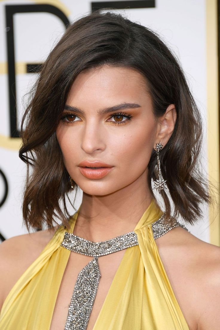 Emily RatajkowskiWe called it: Monochromatic makeup isn't going anywhere in 2017... #refinery29 http://www.refinery29.com/2017/01/135131/golden-globes-2017-best-hair-makeup-photos#slide-2