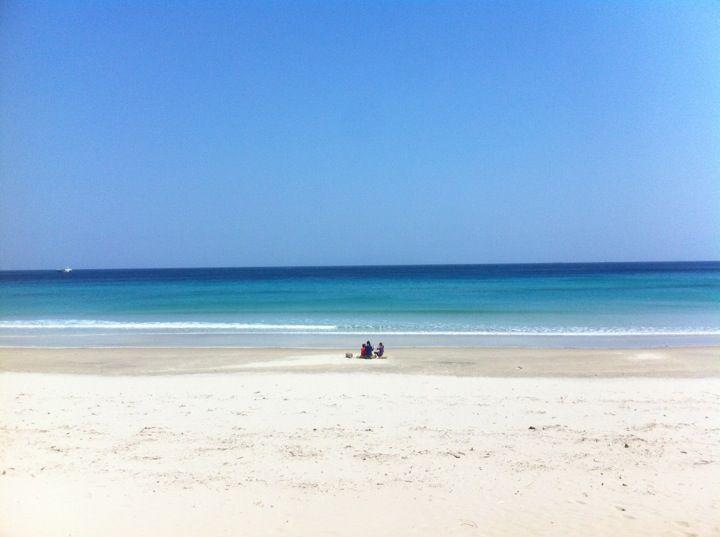 """【白浜海岸】Shirahama Beach  伊豆半島最大の海水浴場「白浜大浜海水浴場」は、南北に約800メートルの広々とした開放感あふれる砂浜。海開き:7月中旬〜(公式サイトによるとGWから9月上旬にかけて泳げるそうです。) 7月中旬には花火大会も(2014年は7/19)。http://izu-shirahama.jp  """"Shirahama Ohama beach"""" is the biggest beach in  Izu Peninsula largest, 800 meters wide from north to south http://izu-shirahama.jp"""