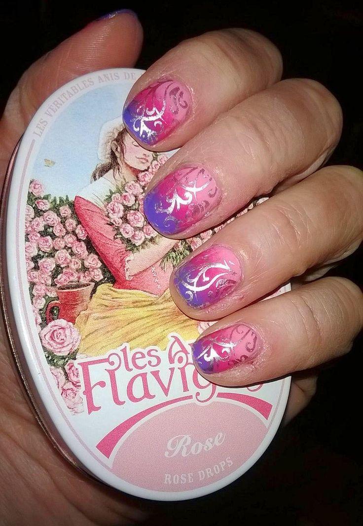sfumato rosa, fuxia e viola e decori aregento