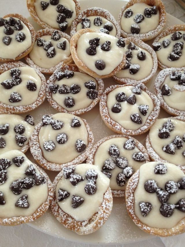 Cannoli lovers will love this one:  Cannoli Cups!Desserts, Minis Cannoli, Recipe, Food, Canoli Cups, Cannoli Cups, Yummy, Sweets Tooth, Minis Canoli