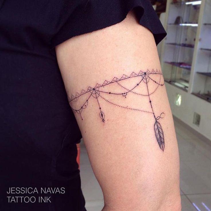 """""""Bracelete delicado ! Tatuagem feita pela tatuadora Jessica Navas agende sua tatuagem: Tattoo Ink Rua Joaquim Floriano, 302, Itaim Bibi - São Paulo (11)…"""""""