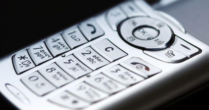 Cómo desbloquear un teléfono con contraseña. Cuando el teléfono está encendido, el teclado numérico usualmente está bloqueado para que no se hagan llamadas al azar o se abra el explorador por accidente. Para usar el teléfono nuevamente, necesitarás proveer una contraseña para poder desbloquearlo, por lo que puedes usar todos los botones del teclado. La contraseña normalmente es personal, por ...