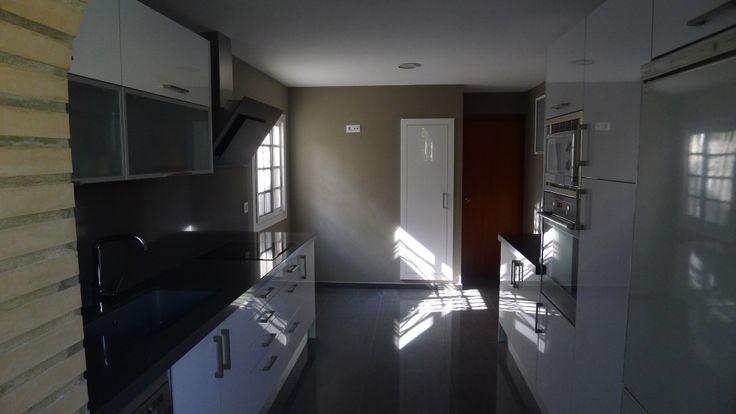 Vista paralelo cocina Real