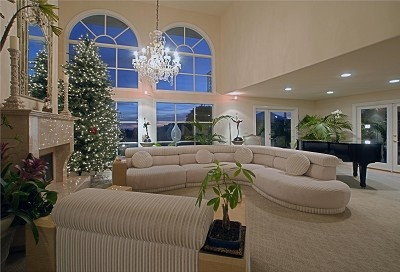 Love The 20 High Ceiling Formal Living Room With Baby