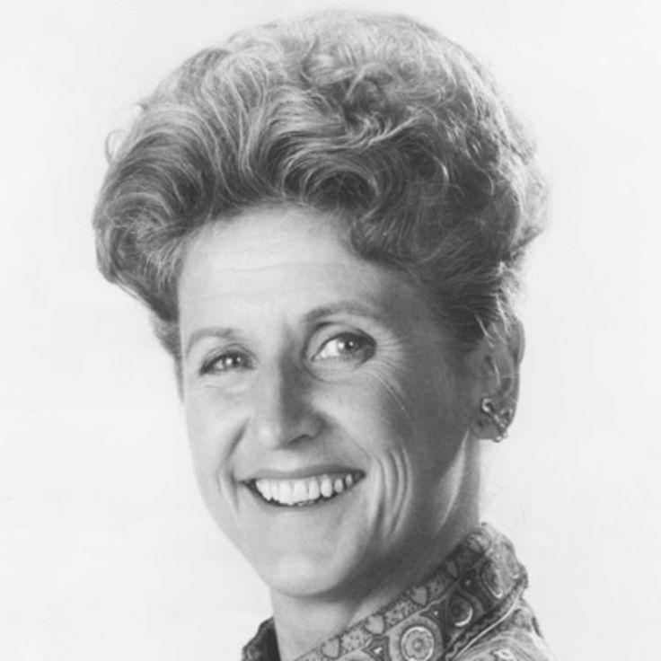 Ann B. DavisBiography  Television Actress(1926–2014)  2.5K2.5K1500  QUICK FACTSNAMEAnn B. DavisOCCUPATIONTelevision ActressBIRTH DATEMay 3,1926DEATH DATEJune 1,2014EDUCATIONUniversity of Michigan,Strong Vincent High School,Episcopal School for MinistryPLACE OF BIRTHChicago,New YorkPLACE OF DEATHSan Antonio,TexasAKAAnn B. DavisAnn DavisFULL NAMEAnn Bradford DavisMOVIE CAREERLATER YEARS & DEATHCITE THIS PAGE  Emmy-winning actress Ann B. Davis is best known for playing the…