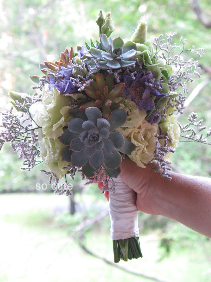 bouquet di fiori e succulente