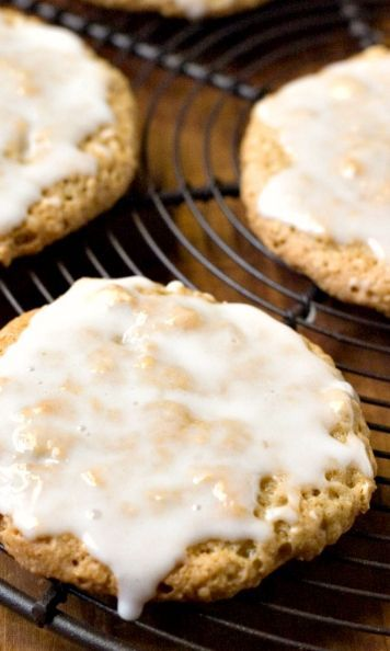 "Old-Fashioned Iced Oatmeal Cookies€"" perfectly crunchy cookies that everyone loves! Dressed up with a sweet glaze!"