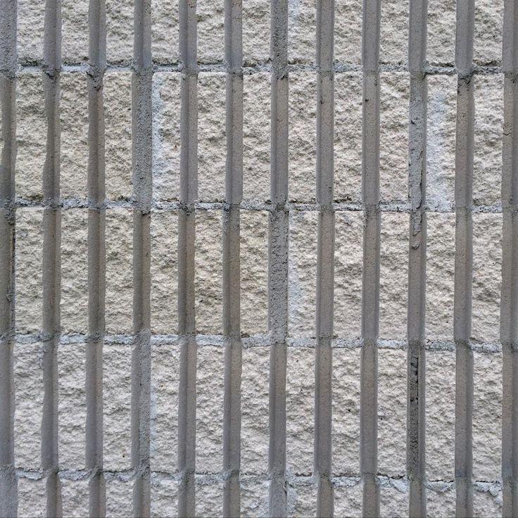Bloque de hormigón split acanalado usado en la fachada de la ampliación de los caniles para la Asociación Protectora de Animales Gatocan #patrones #tramas #materiales #texturas