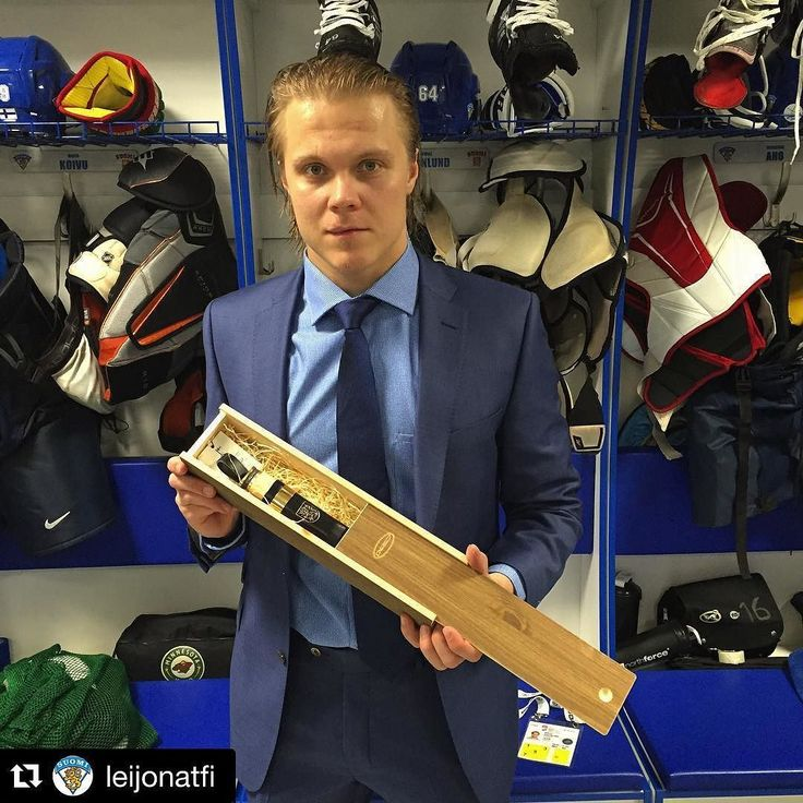 """First game 2016 World Hockey in Pietari. Finland wins Belarus 6-2. Mikael Granlund was nominated the """"sisu"""" player of the match. Congratulations both the price and a great look! Mikael is wearing Turo suit made with #vitalebarberiscanonico fabric.#pietari #leijonat @leijonatfi #teamfinland #iihfworlds mensfashion #menswear #turo #turo_official #menstyle #outfit #style #turostore. Design your suit: Tailor4less.com"""