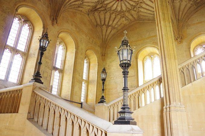 英・オックスフォード大学『ハリー・ポッター』ロケ地でホグワーツの大広間と図書館に興奮! | イギリス | トラベルjp<たびねす>