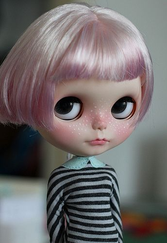 Who are you? Please introduce yourself. My name is Isabelle and I'm 30 years old. I live in the middle of Germany in a lovely city called Göttingen. I have a little dolly shop here: http://www.etsy.com/shop/isa268 When and how did you join the Blythe community? I discovered Blythe in