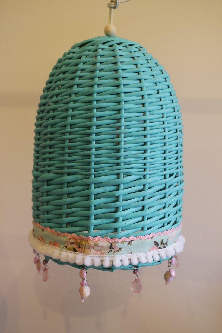 lampara de mimbre decoradas varios colores  precio $500